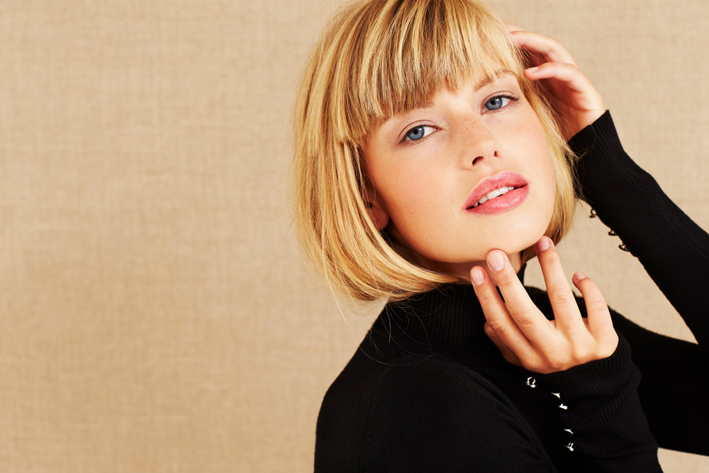 blonde model with blunt bob style