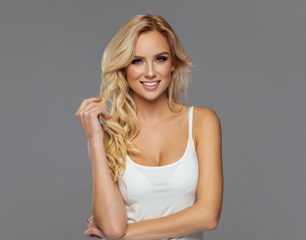 woman with long wavy blonde hair