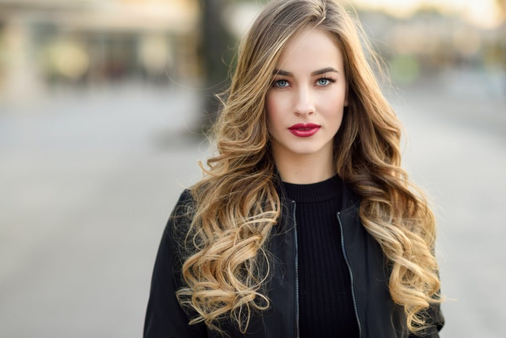 model with brown and blonde sombre highlights